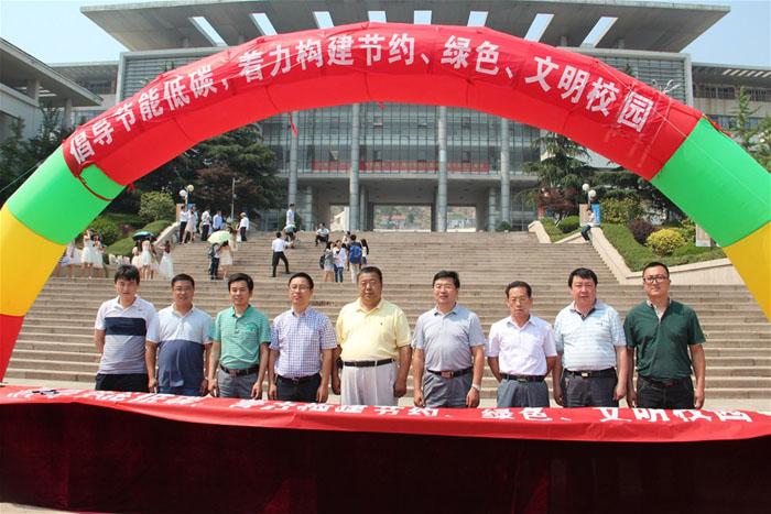青岛科技大学副校长张元利,青岛市城乡建设委员会节能办公室副主任赵